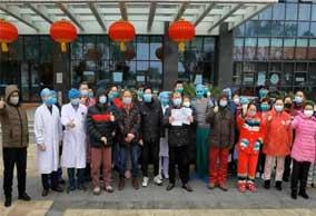 """镜头里的""""疫""""瞬间:武汉协和又有31名重症患者痊愈出院"""